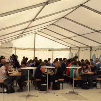 16. Lunds Universitet: Tält, bänkset (bänkar + bord) och ståbord att hyra för luncharrangemang.
