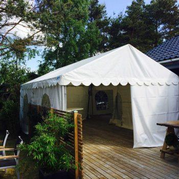 1. Privat: Tält och inredning uthyres.