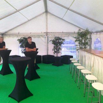 23. Riksbyggen: Uthyrning av tält, matta, bardisk med pallar, ståbord med stretch-överdrag, sittkuber m.m.
