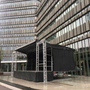 25. Malmö Universitet: Scen att hyra för t.ex. invigning.