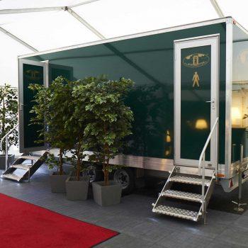 26. Tara Pac: Mobil toalett, matta och växter uthyres.