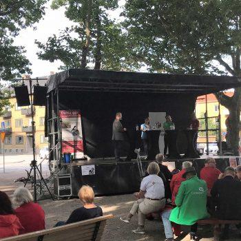 29. Hyresgästföreningen: Scenuthyrning för debatt utomhus.