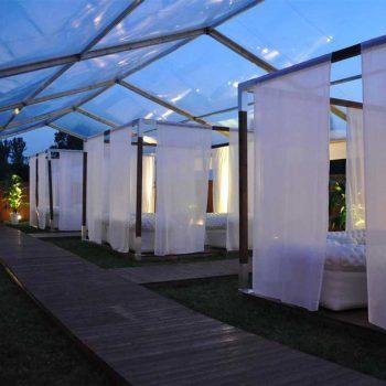 37. Festival: Longemöbler i tält med inramning, coola soffor, soffbord att hyra.