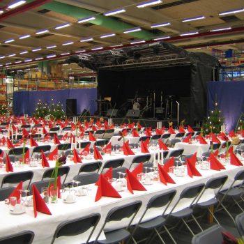 37. Tetra Pak: Julfest på företag med hyrd scen, bord, stolar , belysning, etc.
