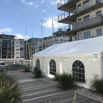 3. Dockan: Tält uthyrt för BRF-fest.
