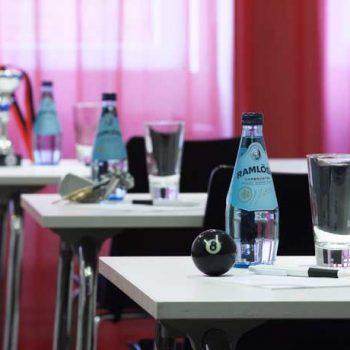 44. QlikTech: Tentabord och stolar hyrda för utbildningsdag.