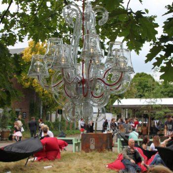 47. Festival: Möbler för festival att hyra, inkl. ljuskronan/taklampan RockCoco.